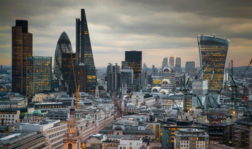 El regulador financiero del Reino Unido considera prohibir los derivados de la criptomoneda