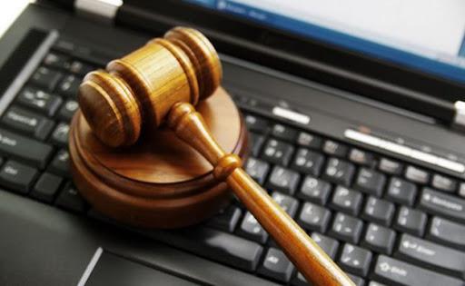 技術関連の巨人、暗号関連の広告を非合法化した後、法廷に向かう
